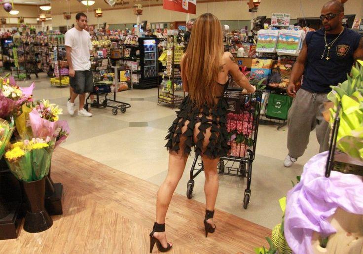 https://ololo.tv/wp-content/uploads/2016/12/cm_20140203_03595_030-1024x717.jpg Эти люди просто пришли за покупками в американский супермаркет Walmart - https://ololo.tv/2016/12/eti-lyudi-prosto-prishli-za-pokupkami-v-amerikanskij-supermarket-walmart/