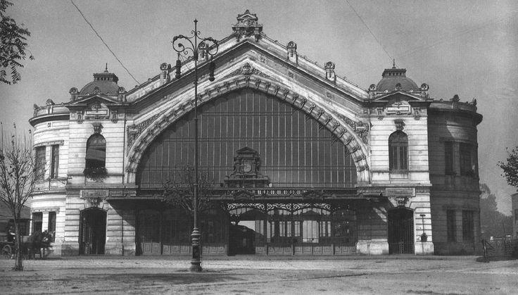 La desaparecida Estación de ferrocarriles Pirque, Providencia / Gral. Bustamante. Santiago de 1920. #chilehistórico