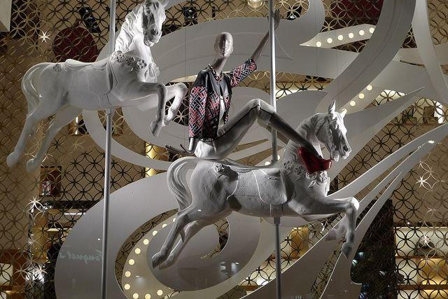 Vitrines Louis Vuitton - Paris, avril 2012 by JournalDesVitrines.com, via Flickr