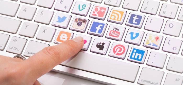 1. Las redes sociales permiten crear la conversación que el Inbound Marketing necesita para conseguir esa atracción.  2. Las redes sociales ayudan a dar más visibilidad a ese contenido, permiten difundirlo fácil y masivamente sin limitación.  3. Las redes sociales son un nuevo canal de atención al cliente que no se puede olvidar.  Las redes sociales son un espejo de la reputación de la empresa, que influirá en otras acciones que la empresa realice. #inbound #redessociales #pafer #paferglez