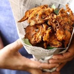 Onion Pakoras/ Bajjis - Onion fritters in chickpea batter // Indian Street