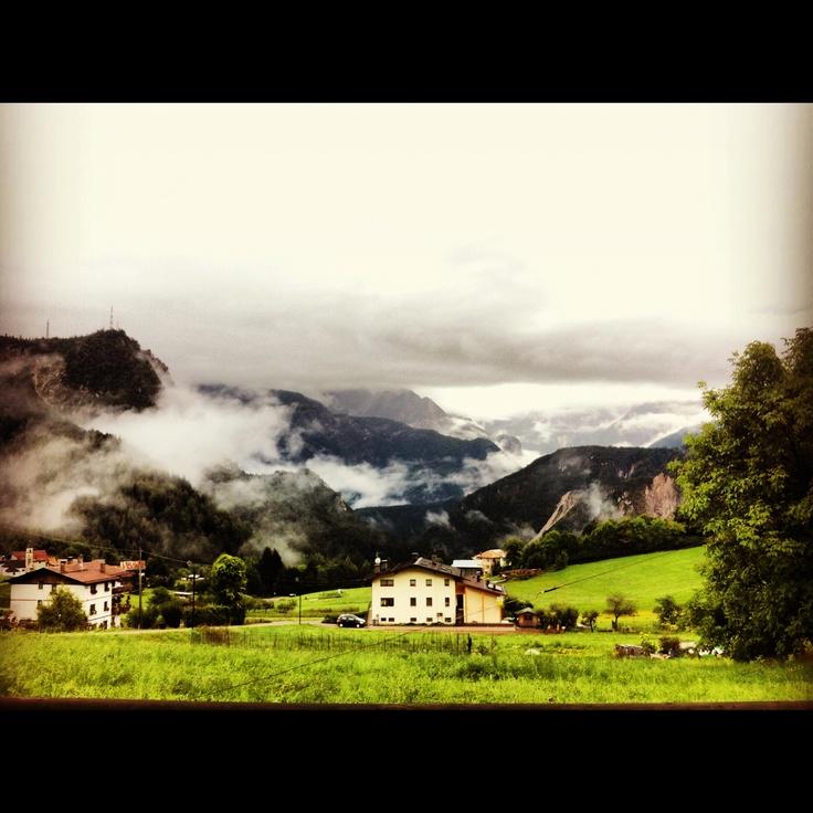 Chissà se oltre le nuvole...c'è anche un po' di neve :) #cadore #belluno #dolomiti #cadorecasamia
