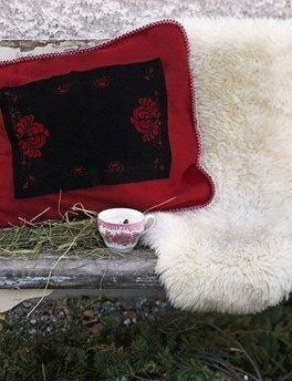 Sliten ull värmer på nya sätt Varm sittplats för en utomhusfika. Foto:Clara Lidström