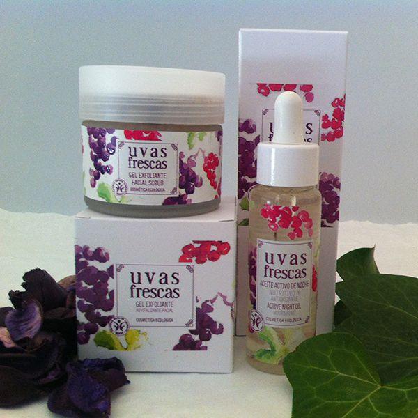 UVAS FRESCAS- Pack Recupera tu Piel  Pack Recupera tu Piel de Uvas Frescas, compuesto por Exfoliante Facial y Aceite Activo de Noche. Tratamiento anti-edad que dejará tu piel limpia, renovada, luminosa, tersa y suave. Exfoliante con Aceite de Pepita de Uva, potente antioxidante, Aloe Vera y Melisa, que tiene una poderosa acción calmante. El aceite contiene Pepita de uva, Rosa mosqueta y Aceite de Almendras dulces y está indicado para todo tipo de pieles.