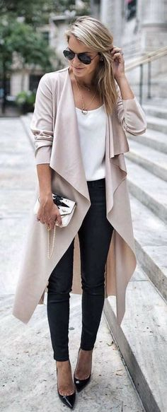 awesome 40 Effortless Outfit Ideas You Can Steal http://attirepin.com/2018/02/08/40-effortless-outfit-ideas-can-steal/