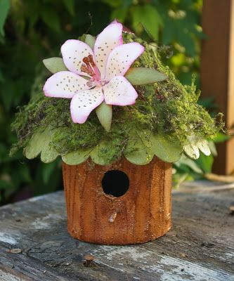 The Urban Scrapbook inc. - Susan's Garden Round Birdhouse.