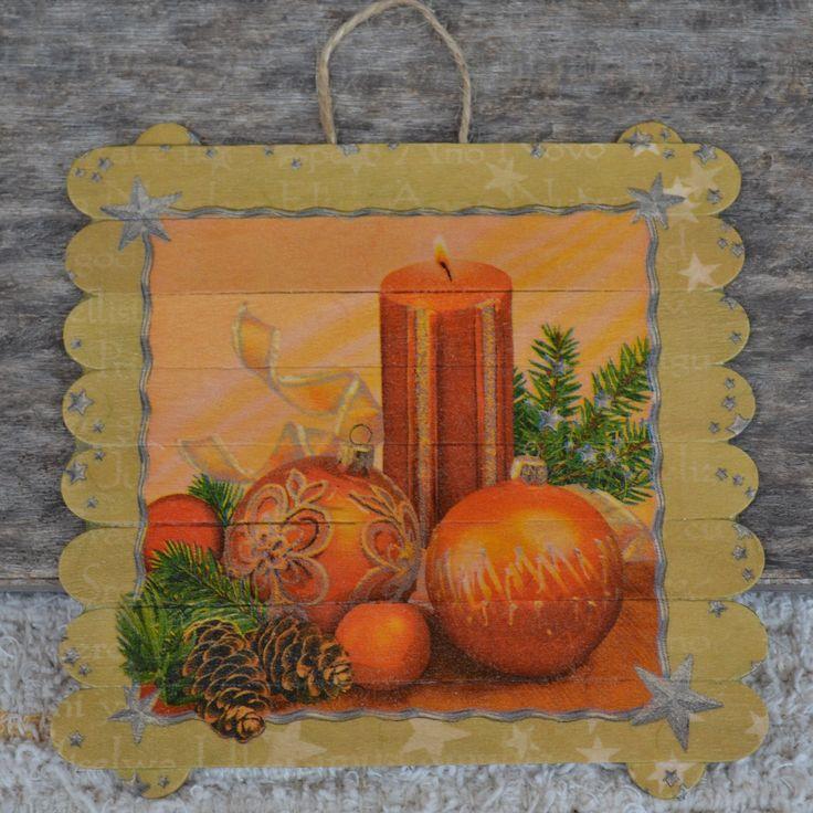 Obrázek+Vánoční+obrázek+z+dřevěných+špachtlých+zdobený+ubrouskovou+technikou.Na+pověsení+je+ze+zadu+přidělané+motouzové+očko.+Obrázek+je+chráněný+bezbarvým+lakem.+Velikost+obrázku+je+15+na+15+cm.+Jako+dárek,pro+radost+nebo+jen+tak+si+zútulnit+kuchyň,chodbu,chatu,dveře.......+V+případě+zájmu+o+jiný+motiv+napište,pokud+budeme+moct+rády+Vám+vyhovíme.