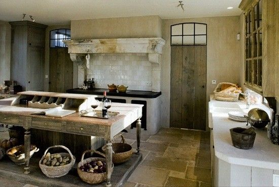 Someday I'm going to have an old farmhouse in the French countryside and have a kitchen like this  ;)