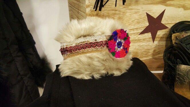 Puños hechos a mano. Ya disponibles en nuestra tienda de Beasain, por WhatsApp (tlf. 605 746 356) o en Facebook (Facebook.com/MarsVilleShopBeasain).  Boho Chic Style, Hippie chic style, Handmade, Moda Beasain, Mar's Ville Shop, Venta Online, Online Shop