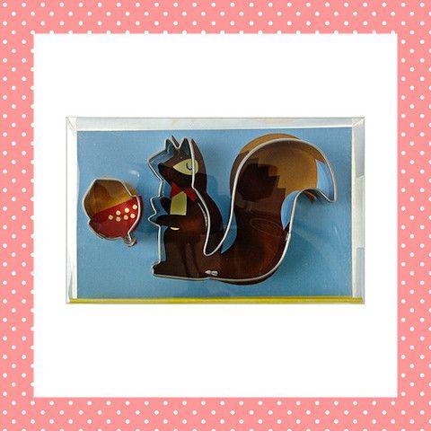 Voor het echte herfstgevoel maak je leuke koekjes van een eekhoorn die ervandoor gaat met een eikeltje! Behalve koekjes kun je er natuurlijk ook fondant of marsepein mee uitsteken om een taart mee te versieren. Of bladerdeeg, voor hartige hapjes. http://dekinderkookshop.nl/product/koekjesvorm-eekhoorn/
