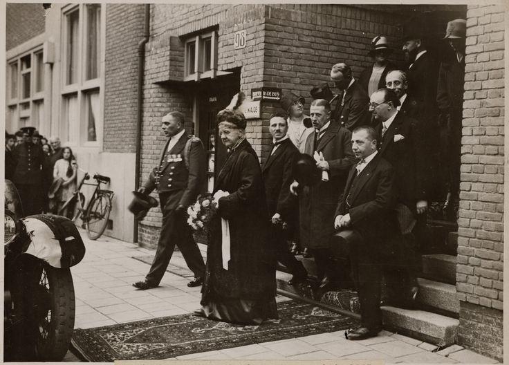 Koningin-moeder Emma bezoekt het Joodse Invalide ziekenhuis1927