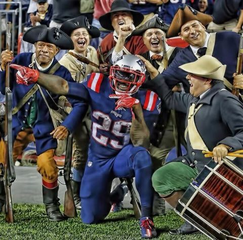 LeGarrette Blount has the best touchdown celebration in the NFL! Posing with the minutemen.