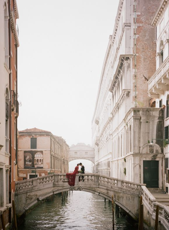 Valentino inspired elopement shoot - Venice, Italy - Archetype photography / Sapphire events styling