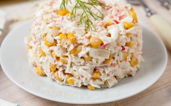 kukuruznyj-salat-s-krabovymi-palochkami