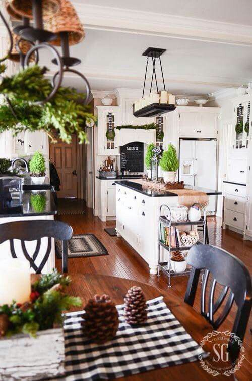 Simply sweet holiday decor w/ greens