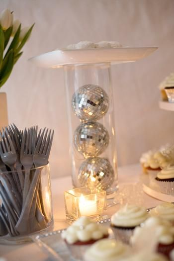 Idea para la mesa en una fiesta disco / Idea for a disco table plate stand