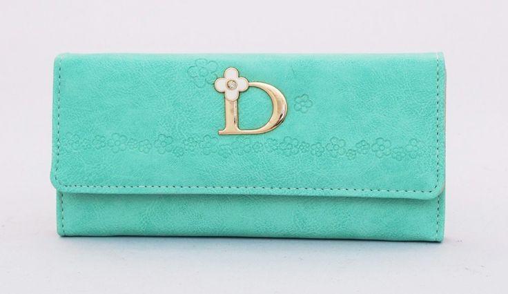 Donna fashion wallet, motif bunga elegan. Ada 3 sap, 1 resleting, 1 foto, 1 uang besar, 4 kartu. Warna hijau. Uk 19x9