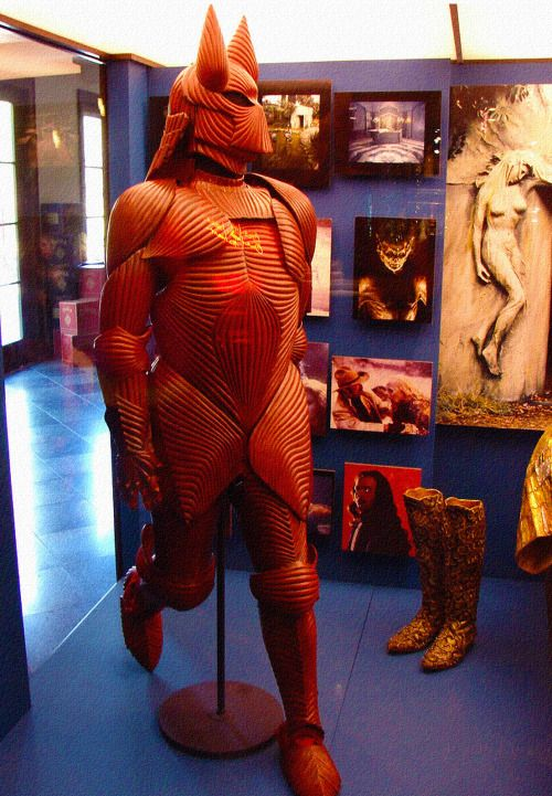 floridsoul:  The amazing muscle armor costume for Bram Stoker's Dracula by Eiko Ishioka