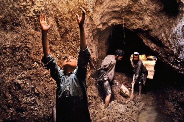 Trabalho infantii no Afeganistão.  Fotografia: Steve McCurry.