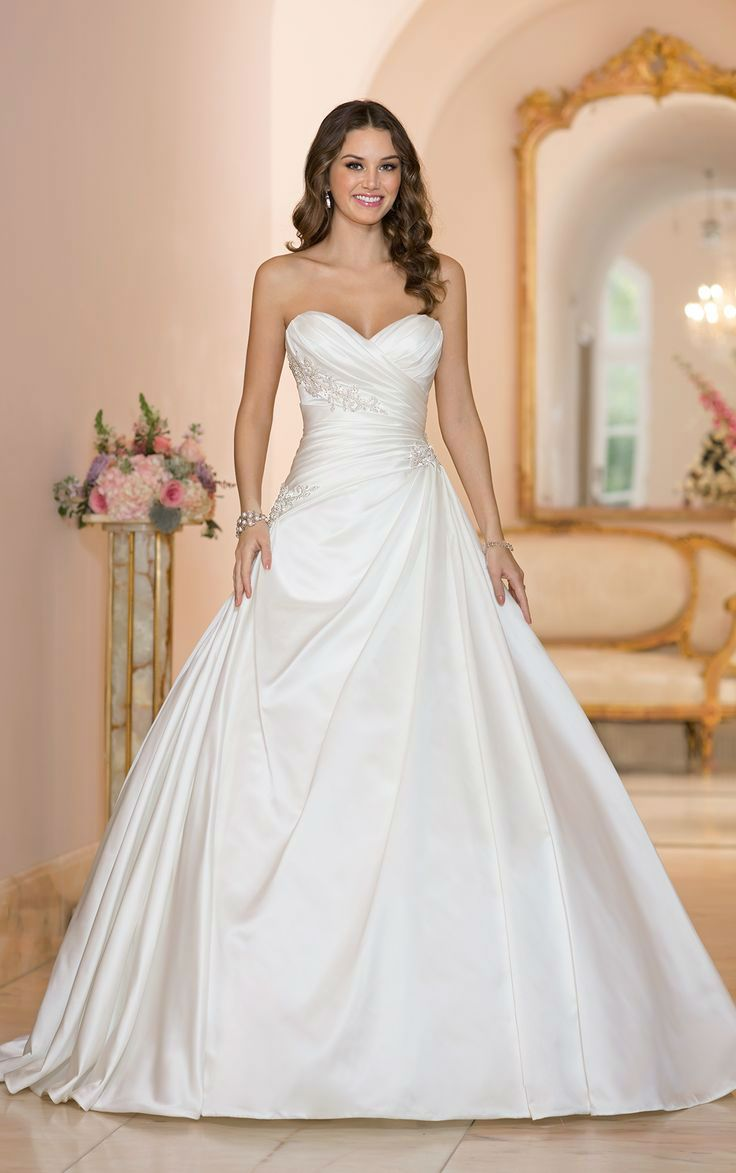Best 25 stunning wedding dresses ideas on pinterest for Fluffy skirt under wedding dress