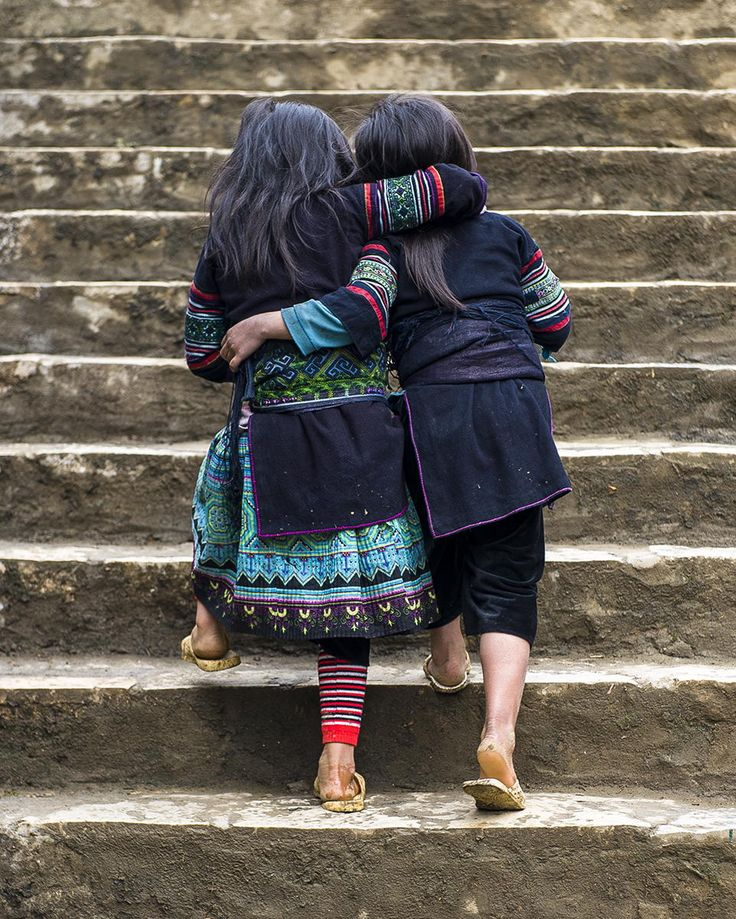 Best Friends. Hmong Girls, Sapa, Vietnam