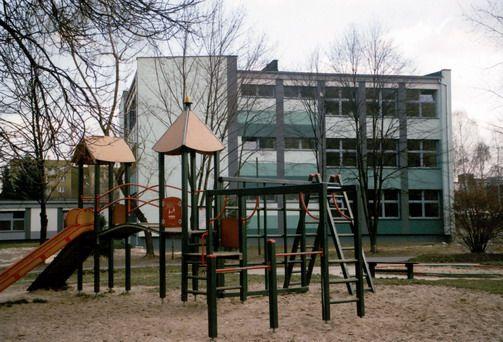 Tychy | Osiedle D3, szkoła podstawowa, arch. Bożena i Janusz Włodarczykowie,  | Foto. Janusz A. Włodarczyk © 1971