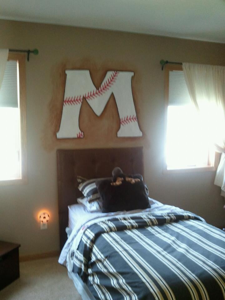baseball initial mural above a boys bed love this idea for my little guys bedroom