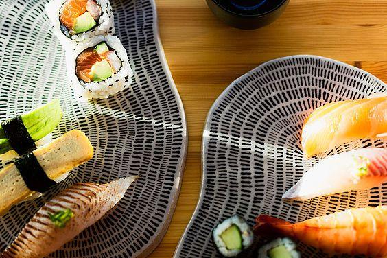 Arvopohja ja ideologia | Kerafiikka #keramiikka #blogi #muotoilu #design #käsintehty #ceramics #handmade #sushi #serving