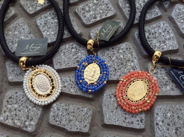 Virgen de Guadalupe bordada en perlas y chapa de oro....