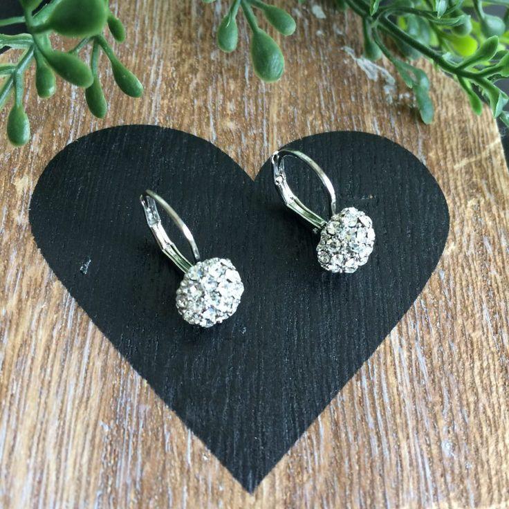 zilverkleurige oorbelletjes met strass steentjes en klaphaakje - 4leafs4joy - littlelady - oorbelletjes - zilverkleurig - strass steentjes