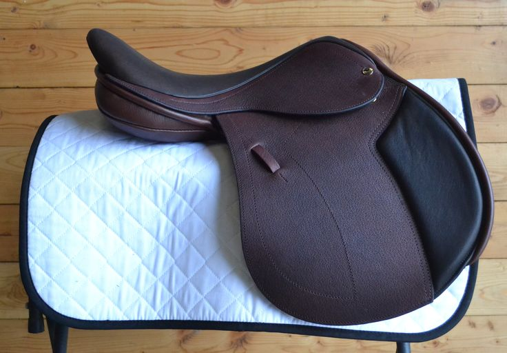 The Black Country Solare is one of newest models to come out of Black Country Saddles. With it's sleek design, and discreet knee roll, this saddle turns heads in the show ring. This saddle features a more forward seat and stirrup bar, as well as a forward cut flap to allow extra security in the …