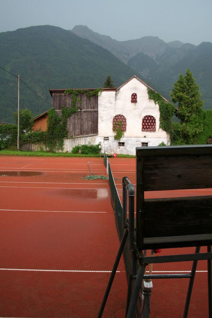 Regen op de tennisbaan Door Arjan Sikkema