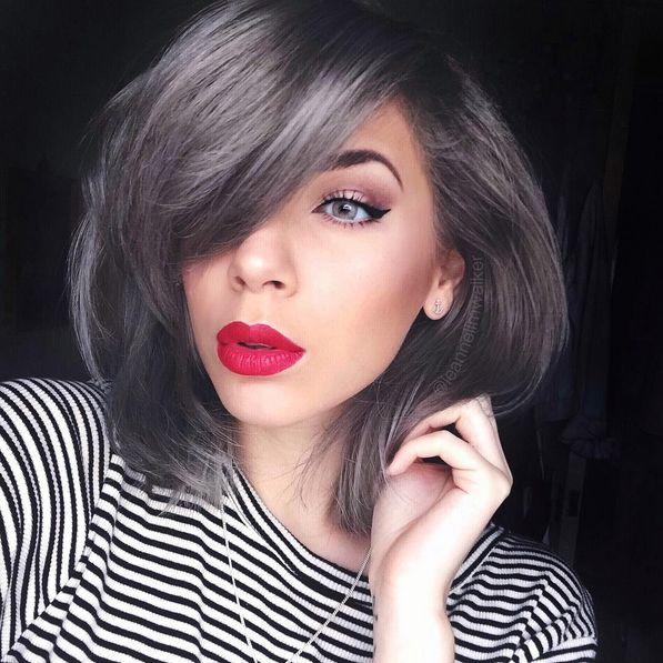 Roter Lippenstift wirkt bei allen einfach nur grauenhaft.
