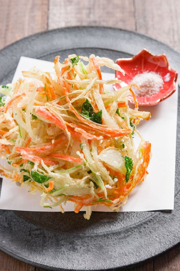 Crispy and delicious, Kakiage are Japanese fritters made with vegetables such as onions and carrots held together with a small amount of tempura batter. #japanesefood #japan #japanese