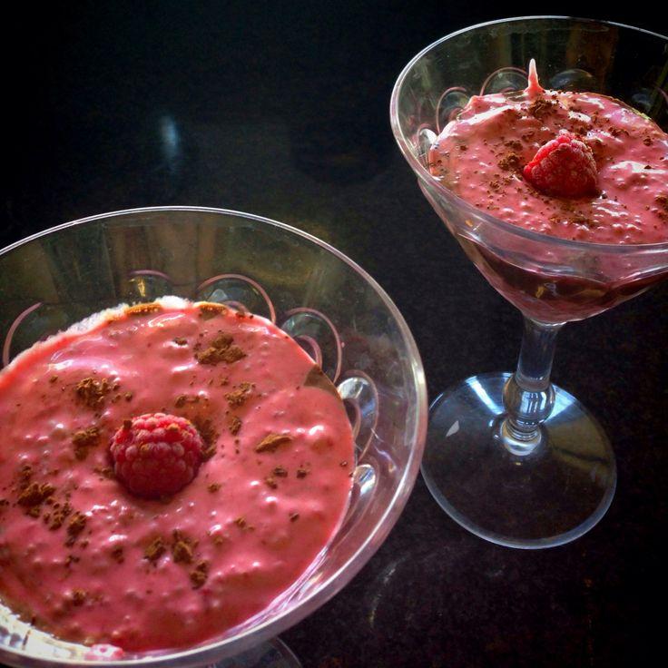 ENERGY COCKTAIL  Start de week met deze lekkere cocktail van kokosmelk, chiazaad en frambozen! Vind recept en meer op www.winkelvanjet.nl