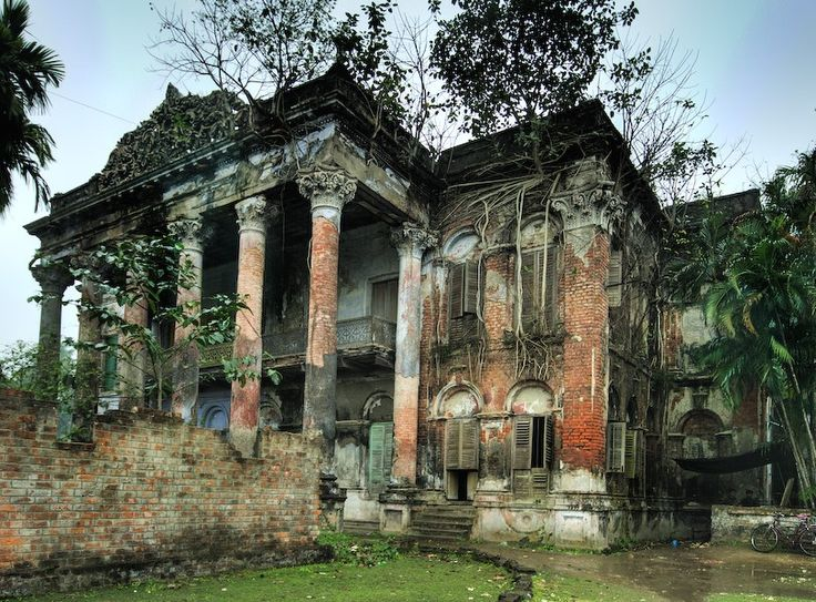 Called The Forbidden mansion near Calcutta, India                                                                                                                                                                                 もっと見る