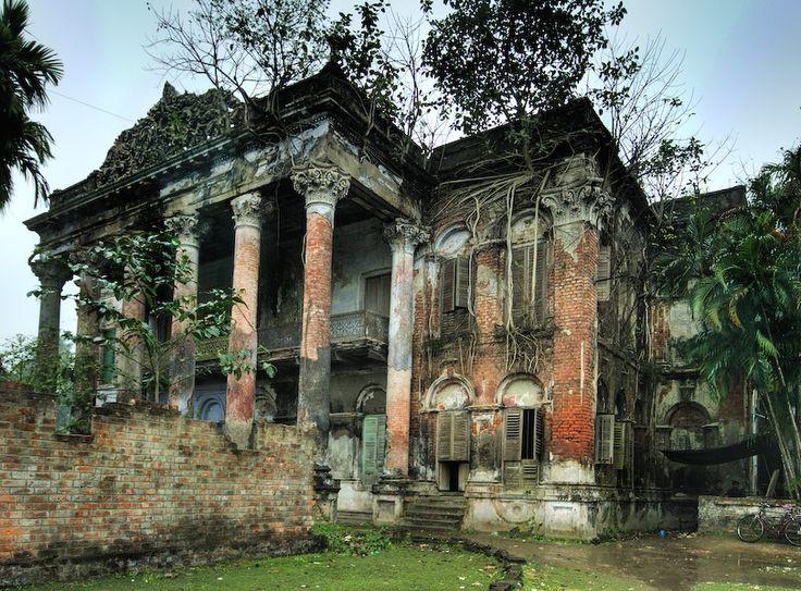 Called The Forbidden mansion near Calcutta, India                                                                                                                                                                                 もっと見る