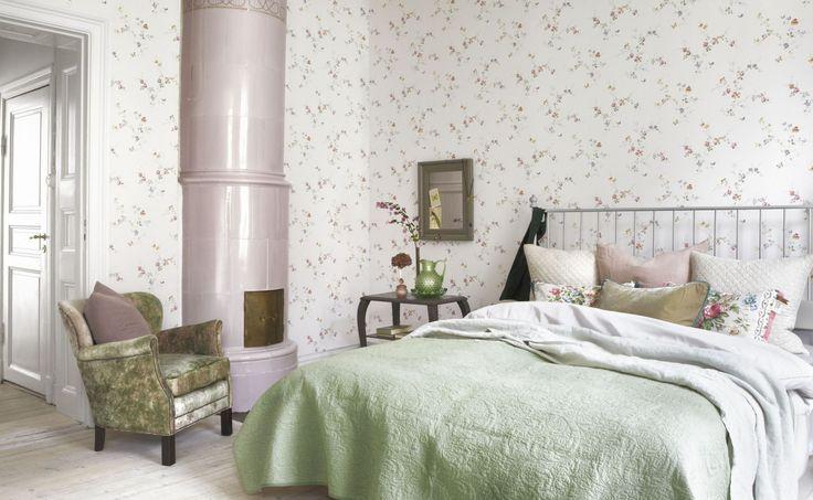Обои с цветочным принтом в интерьере спальни: 10 идей по использованию