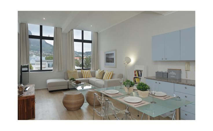 Mountain View Apartment - Central Cape Town (Sleeps 2), Luxury self catering apartment with spectacular views of Table Mountain. Perfect location with restaurants, pubs, shops and MyCiti bus stop within easy walking distance. Comfortable for long or short stays in a secure apartment with under cover parking .