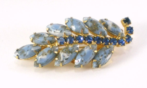 Vintage Leaf Brooch  With Blue Rhinestones Mad men by paleorama,: Leaf Brooches, Mens Style, Style Vintage, Blue Rhinestones, Men'S Style, Vintage Leaf, Hair Sliding, Mad Men Styles, Rhinestones Mad