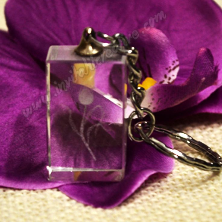 Breloc cristal cu lalea botez by InvitatiiCreative.deviantart.com on @DeviantArt