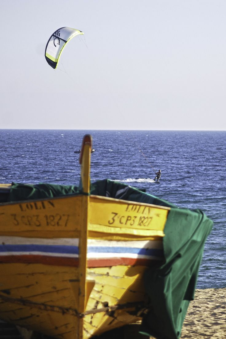 Kitesurf en la playa de Badalona