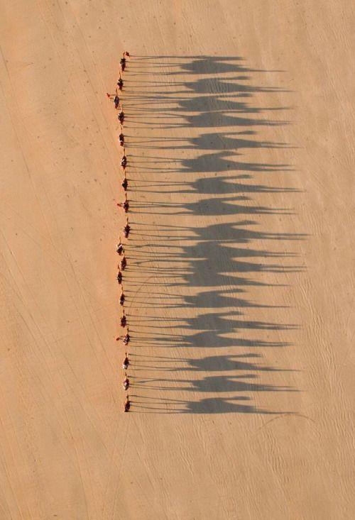 Karawane in der Wüste - via jofelem