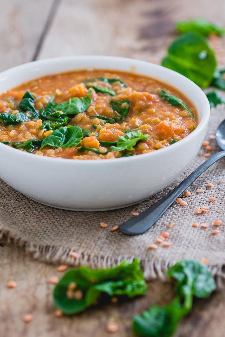 Vullende maaltijdsoep met linzen en spinazie.