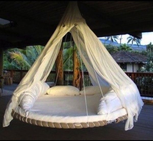 DIY Recycled Trampoline Daybed! i still have the round frame part....