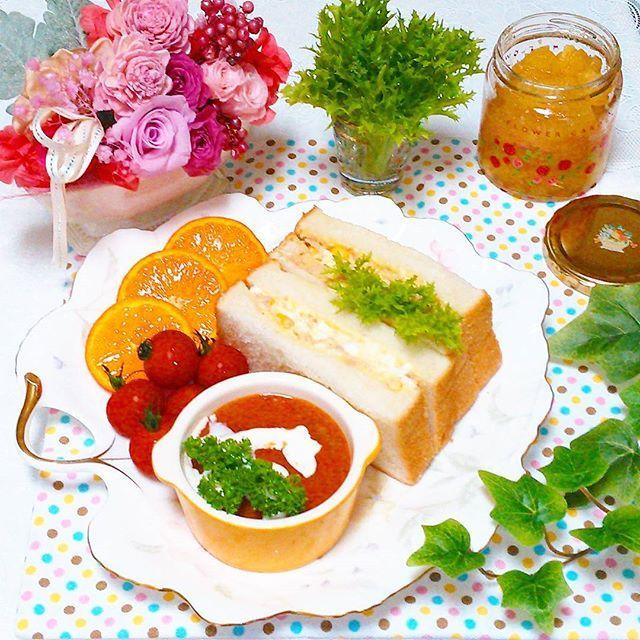 タマゴツナサンド♪  りんごジャムも作ったよ  エルモごめん( ̄。 ̄;)忘れた  #昼食#お昼ごはん#ランチ #おうちごはん#りんごジャム #サンドイッチ#暮らし #おうちカフェ#食パン #クッキングラム#ブランチ #デリスタグラマー#花 #ワンプレート#ジャム #lunch#Instafood#food #foodpic#delicious#yummy #foodgram#flower#cooking #KURASHIRU#kaumo #Instaphoto#Instapicture #foodstagram#sandwich