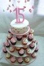 Torta 15 años en rosa y blanco