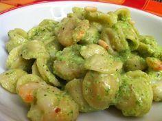 Orecchiette con crema di zucchine al basilico e gamberi