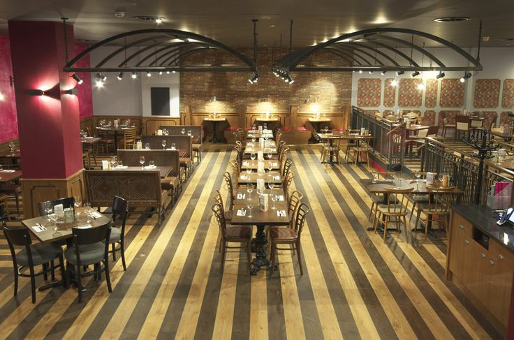 1950s railway station-inspired decor | Zizzi Manchester Piccadilly, 2014