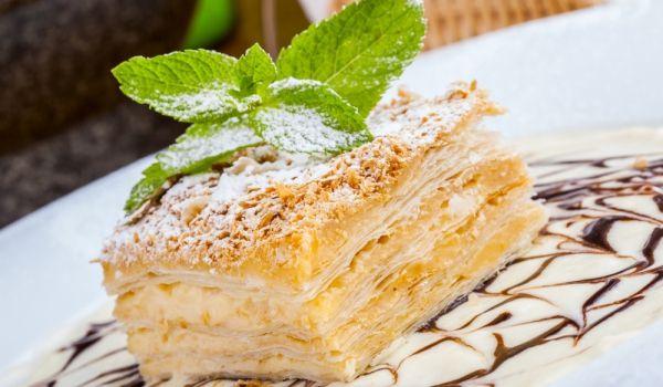 Класическа торта Наполеон - Рецепта. Как да приготвим Класическа торта Наполеон. Нарежете маслото на малки кубчета. ...